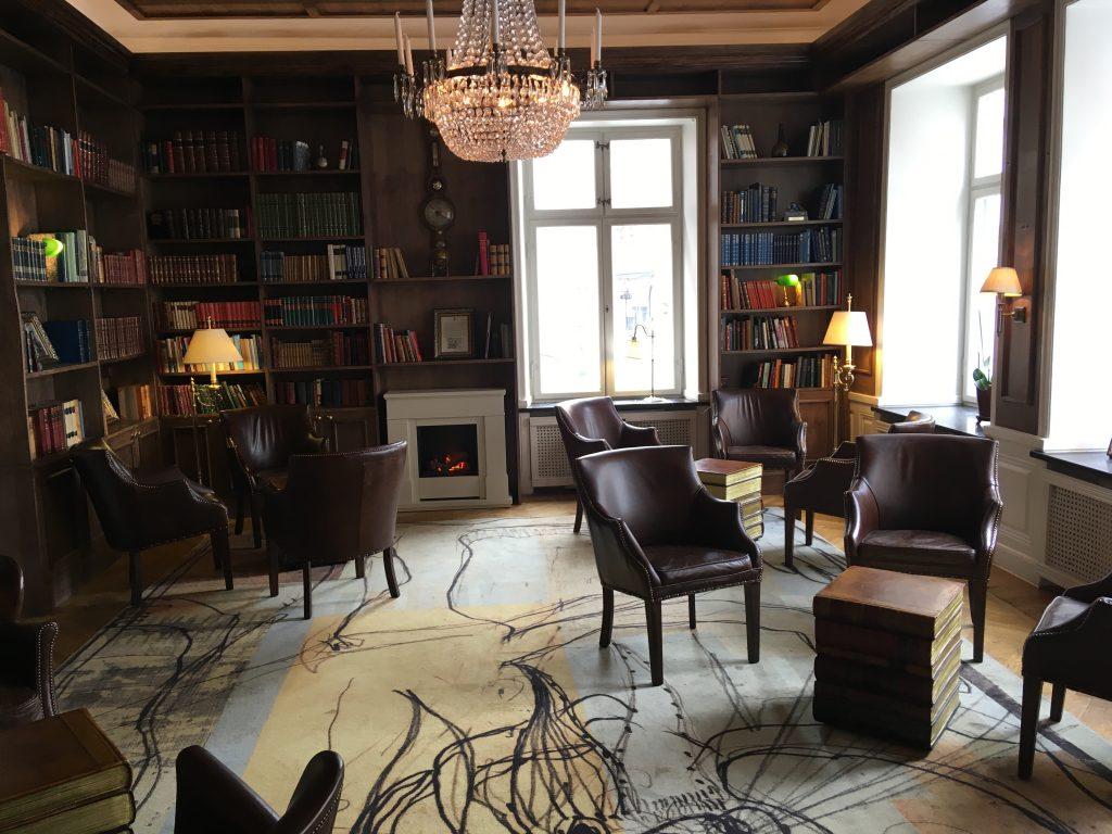 Knihovna v hotelu Myfair Hotel Tunneln