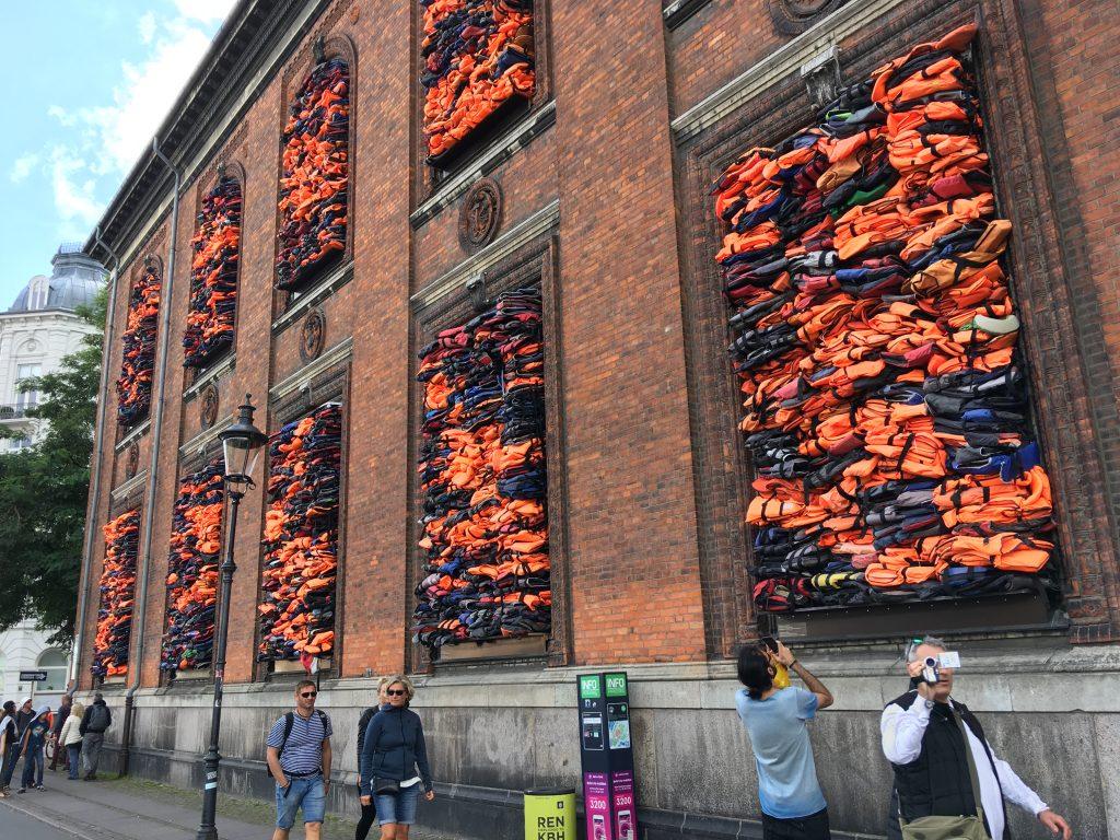 Ai Weiwei: instalace Soleil levant s cílem upozornit na uprchlickou krizi