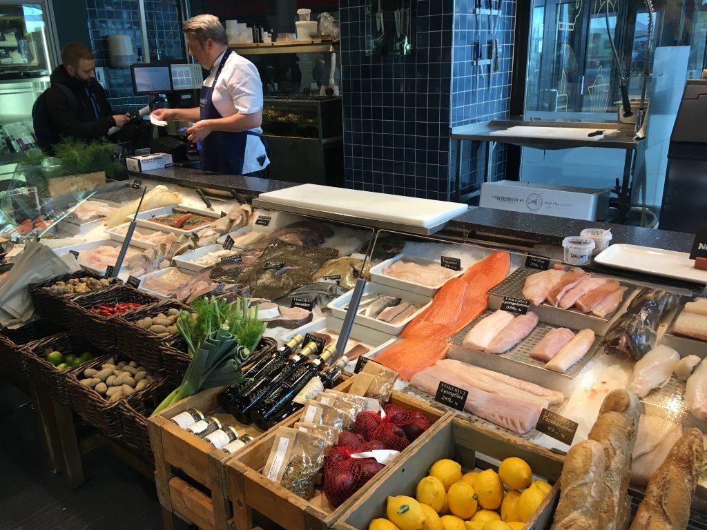 Bistro a obchod s rybami v jednom