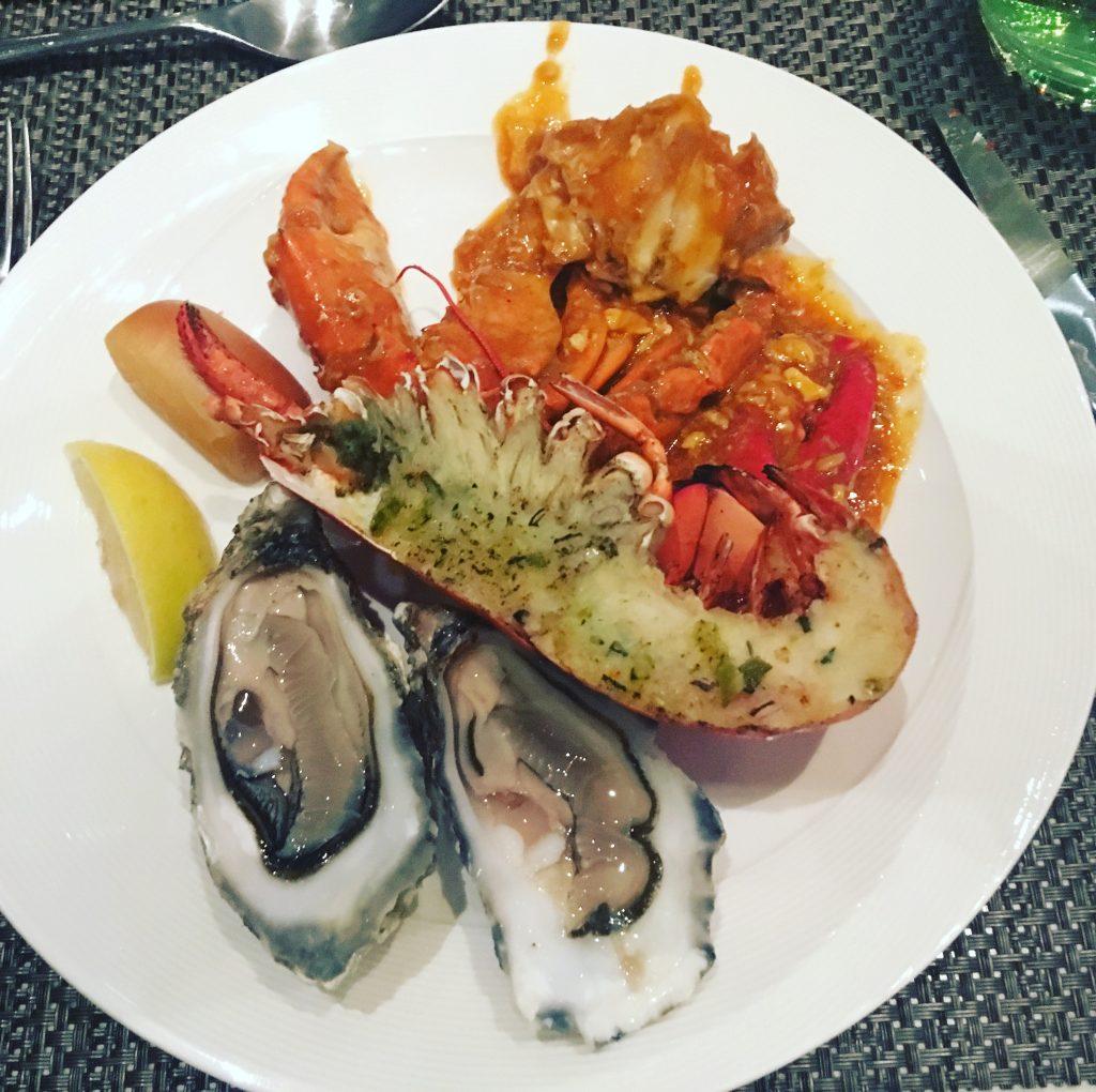 Mořské plody na různé způsoby včetně chilli kraba