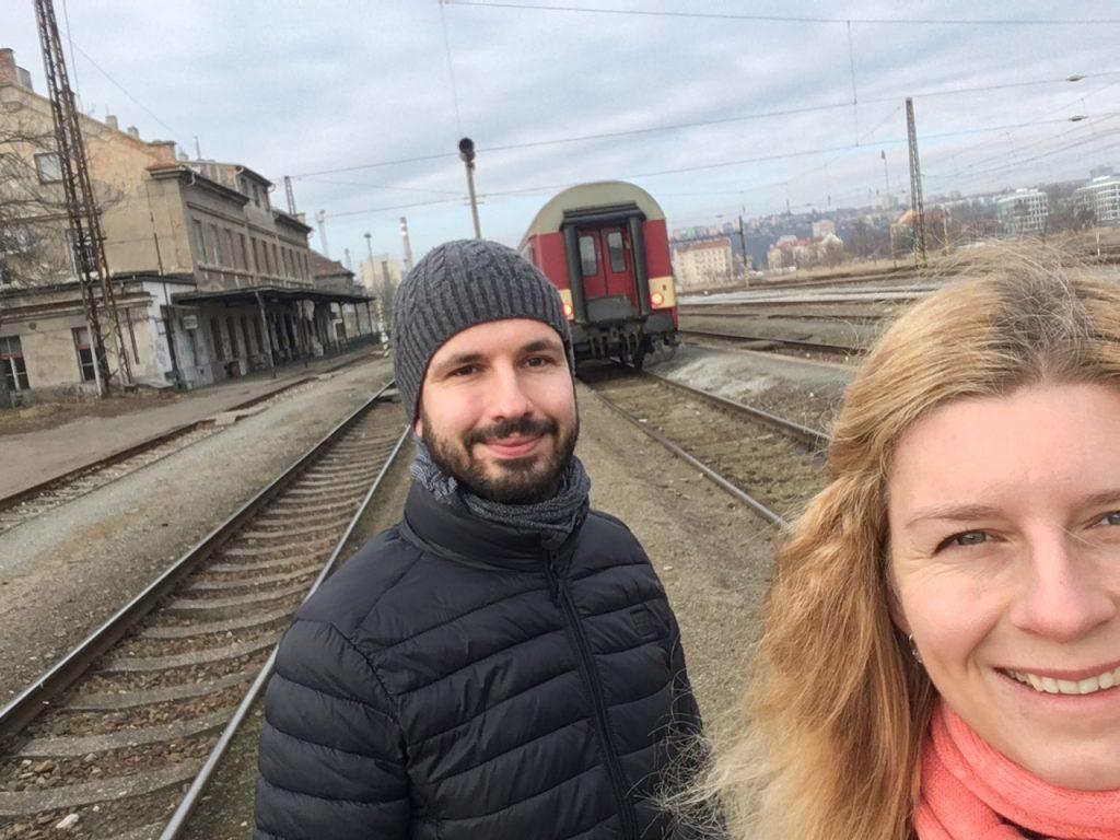 Selfie s lakem z úplně jiného výletu a z jiného nádraží - Praha Bubny