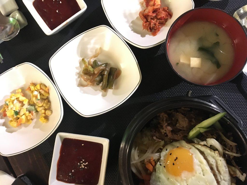 Korejské předkrmy a bibimbab v Mamy food