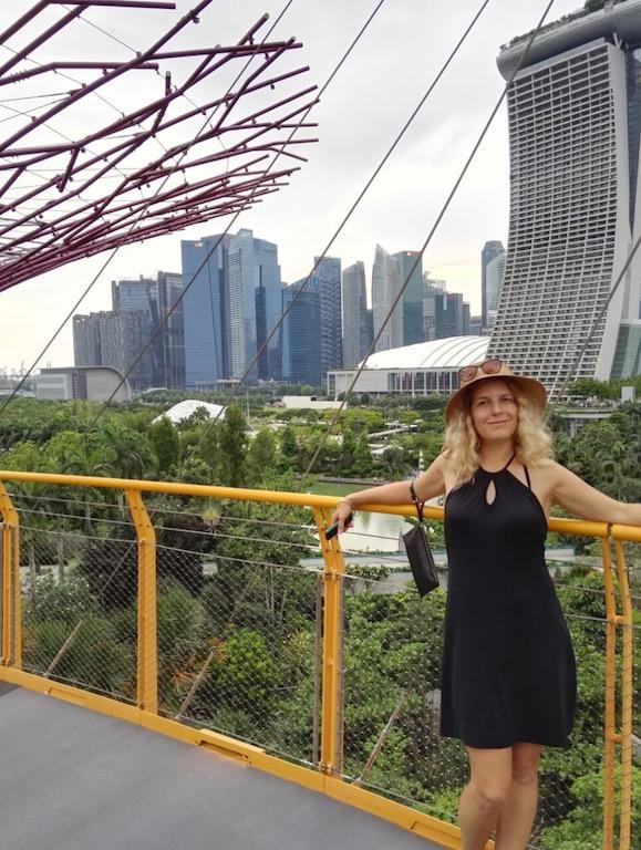Kabelka na lokti v Singapuru