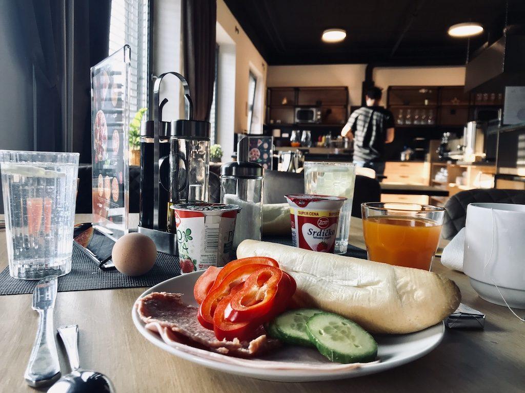 Snídaně v hostelu