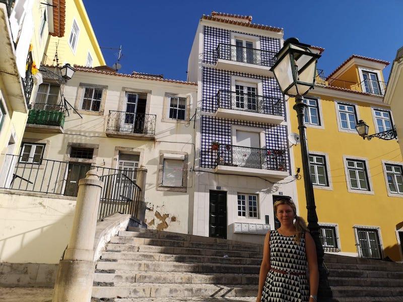 Ulice čtvrti Alfama v Lisabonu