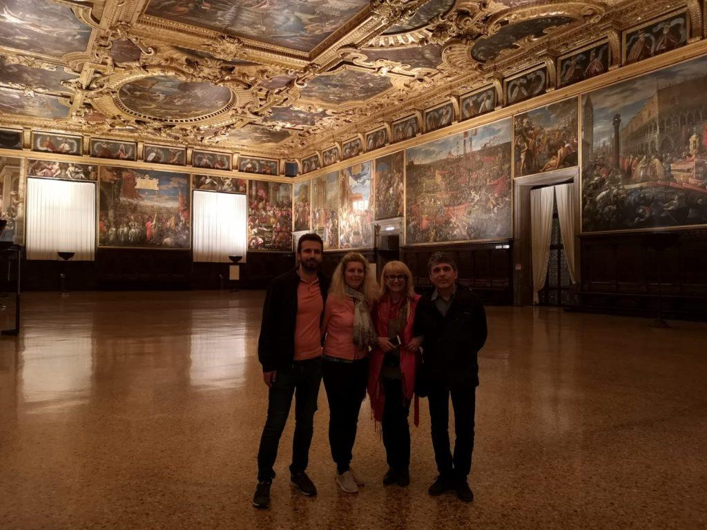 Sami v Dóžecím paláci