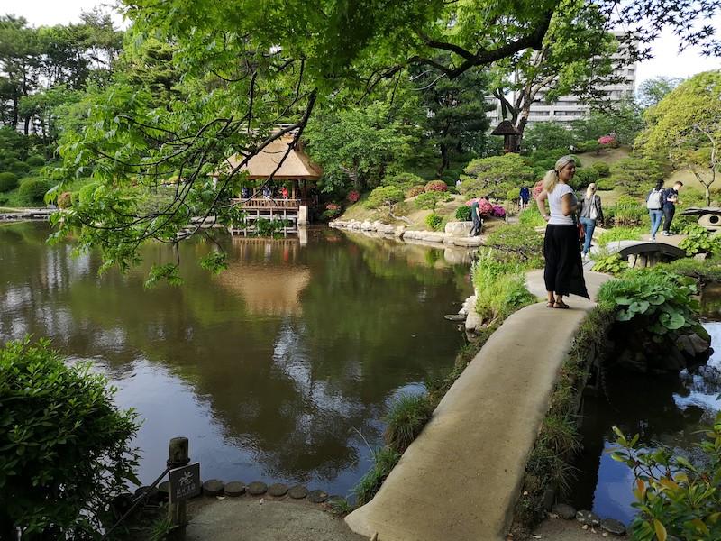 Zahrada Shukkeien v Hirošimě, kde němela koš ani prodavačka vstupenek