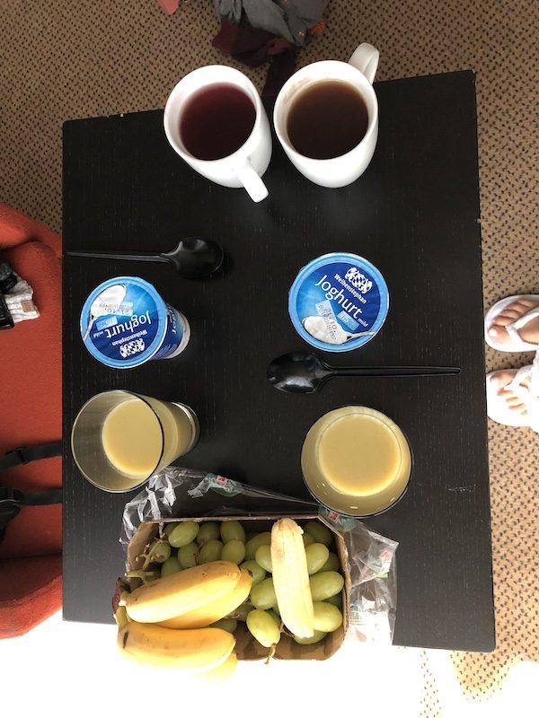 Supermarketová snídaně v hotelu za 6 eur.