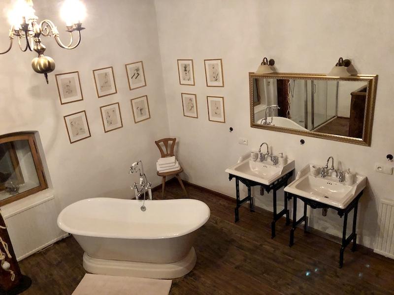 Krásná koupelna byl středobodem našeho pobytu - krom vany nechybí ani sprcha
