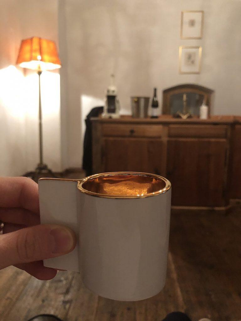 Čas na kávu s designovýxh hrnků