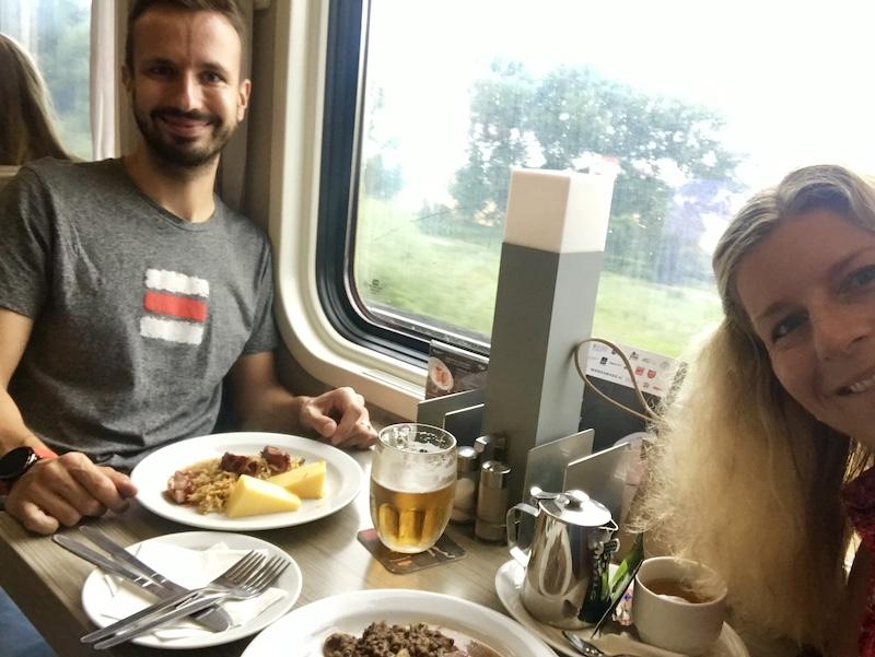 Do hotelu Anybody jsme z Prahy jeli vlakem a oběd dali v jídelním voze