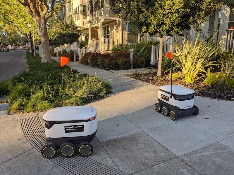 Místní roboti, co rozvážejí nákupy