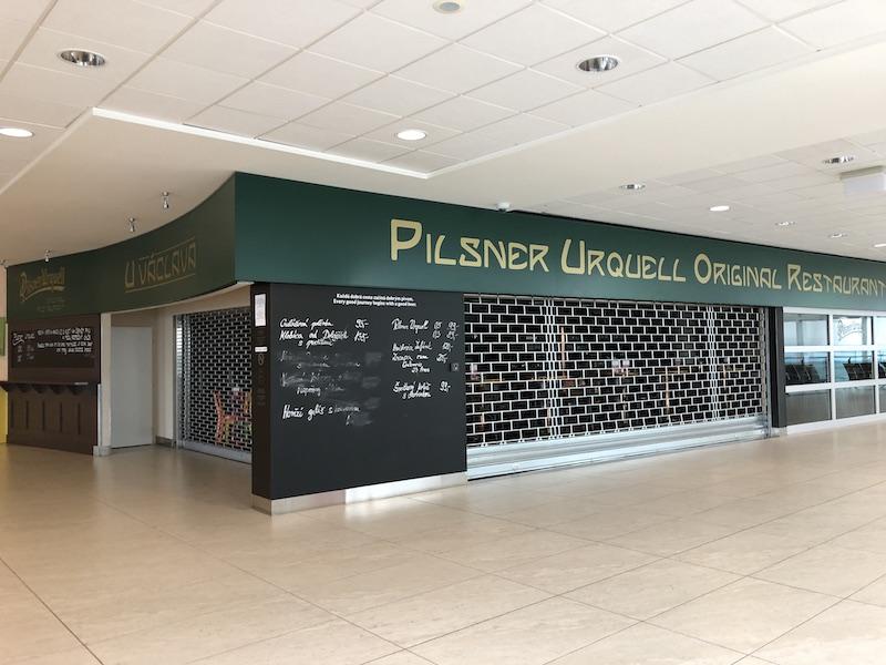 Zavřená restaurace na letišti