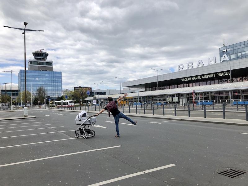 Místra před terminály víc než dost
