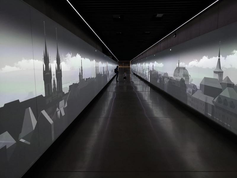 Projekce v tunelu