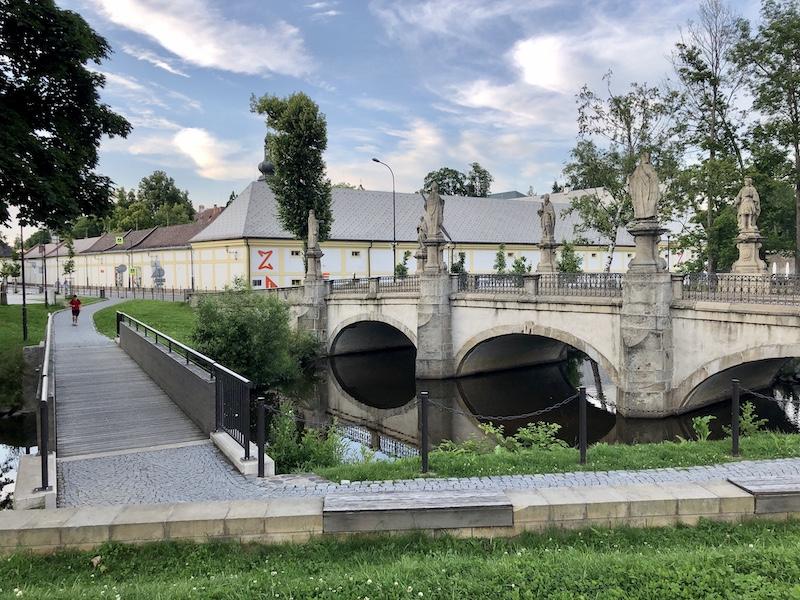 Zámek Žďár, vedle kterého Kaple stojí
