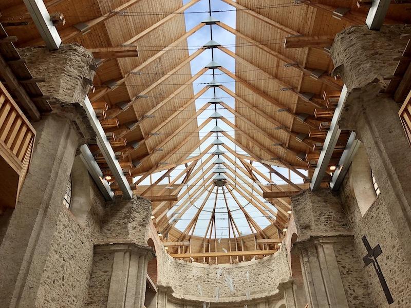 Kostel se skleněnou střechou