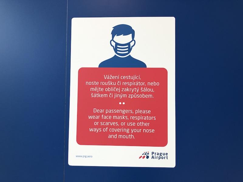 Cedule na letišti v Praze
