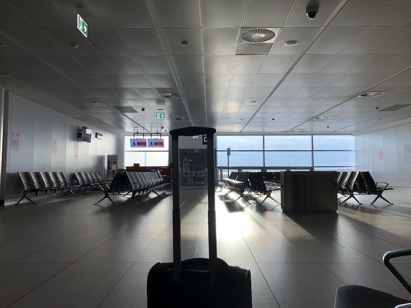 Letiště zelo prázdnotou, denně jen pár letů