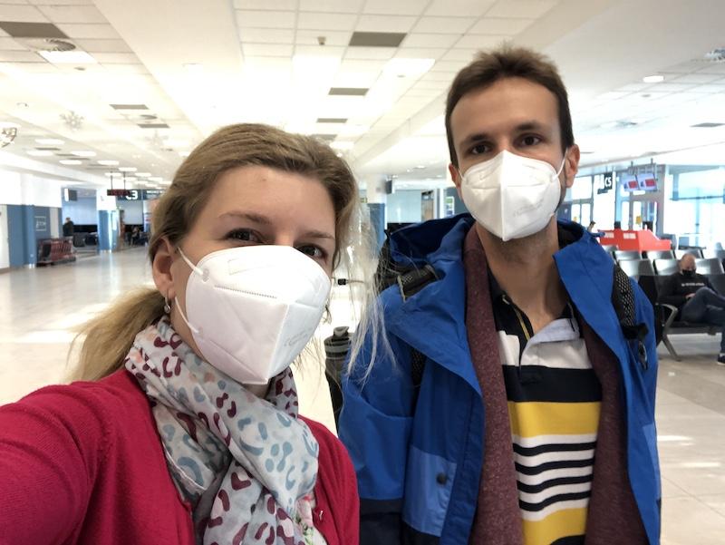 Do letadla jsme měli respirátory