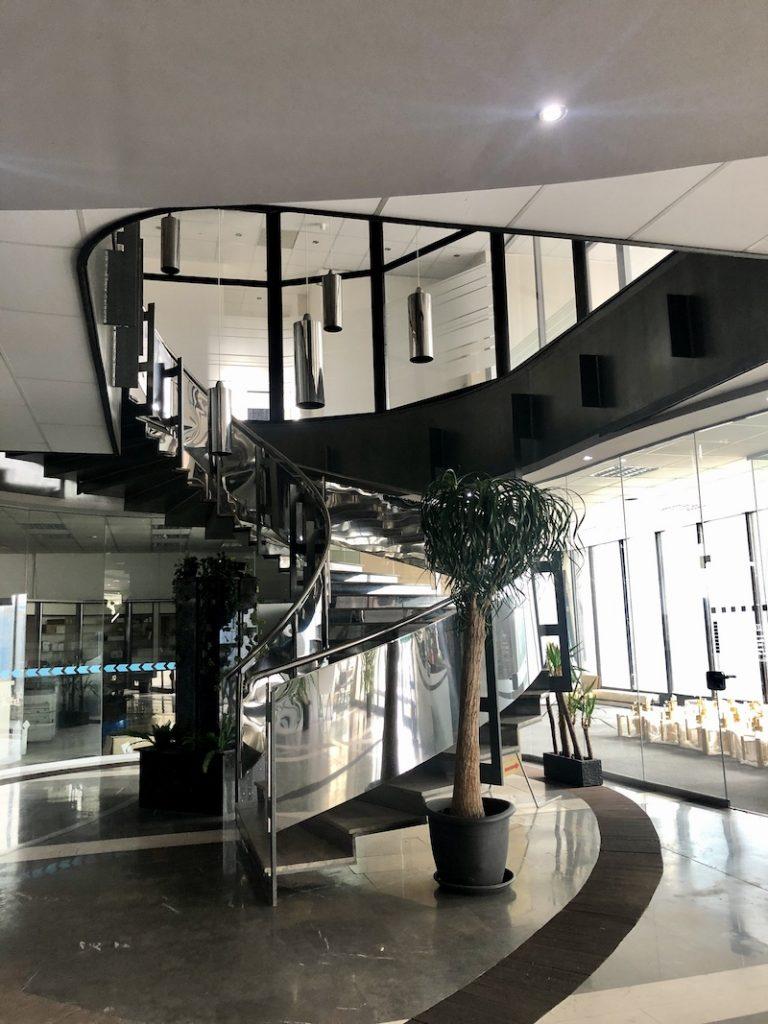 Atrium mosteckého mrakodrapu