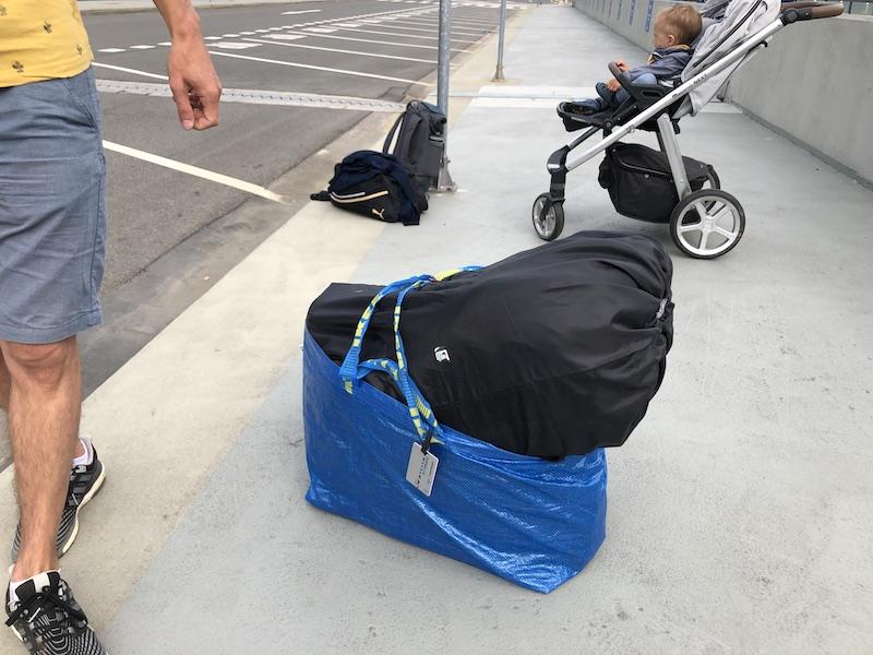 Autosedačka připravená na cestu letadlem