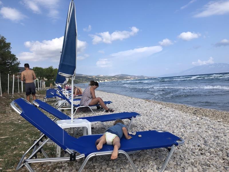 Pláž před naším ubytováním v Alykes